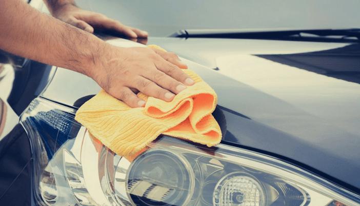Poles dan bersihkan mobil